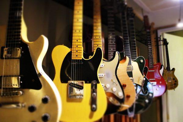 guitars-1506718_960_720