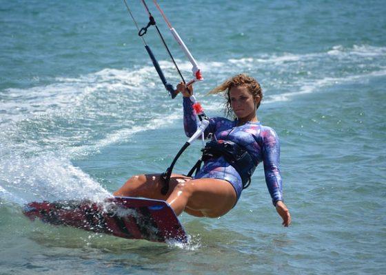 kitesurfing-2739359_640