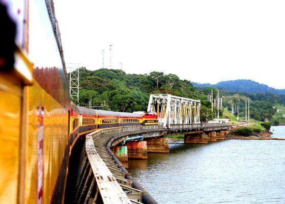 Panama Canal Railway, Train cross a bridge