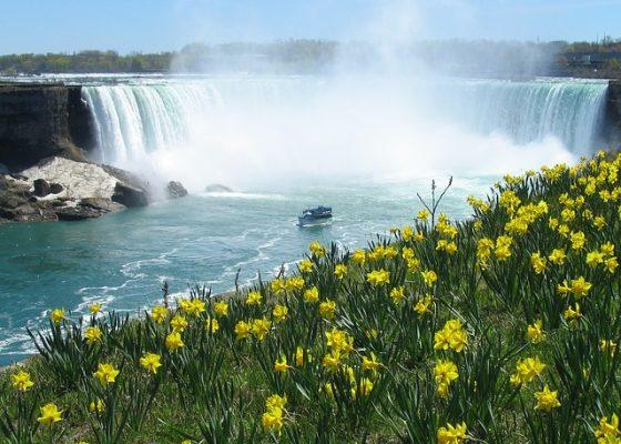 niagara-falls-418125_640