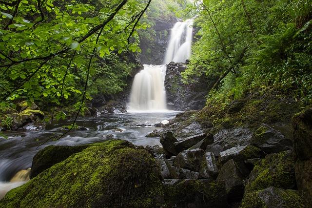 waterfall-913846_640