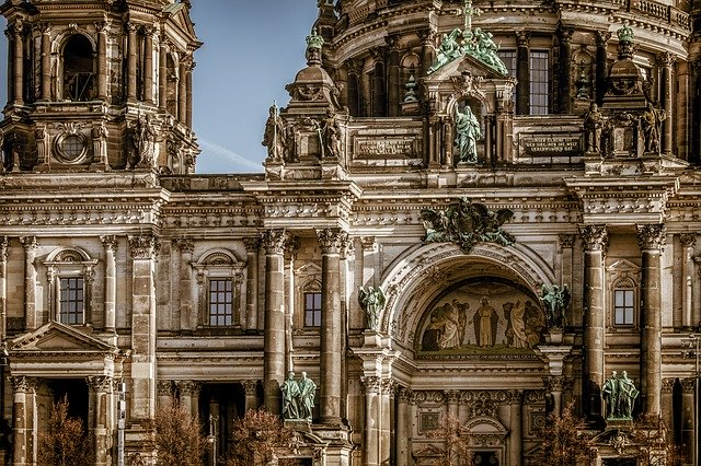 berlin-cathedral-3592874_640