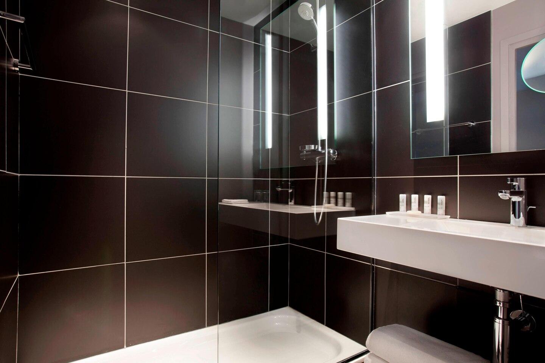 parmd-bathroom-4495-hor-clsc