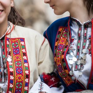 bulgarian-folk-costume-4017175_960_720