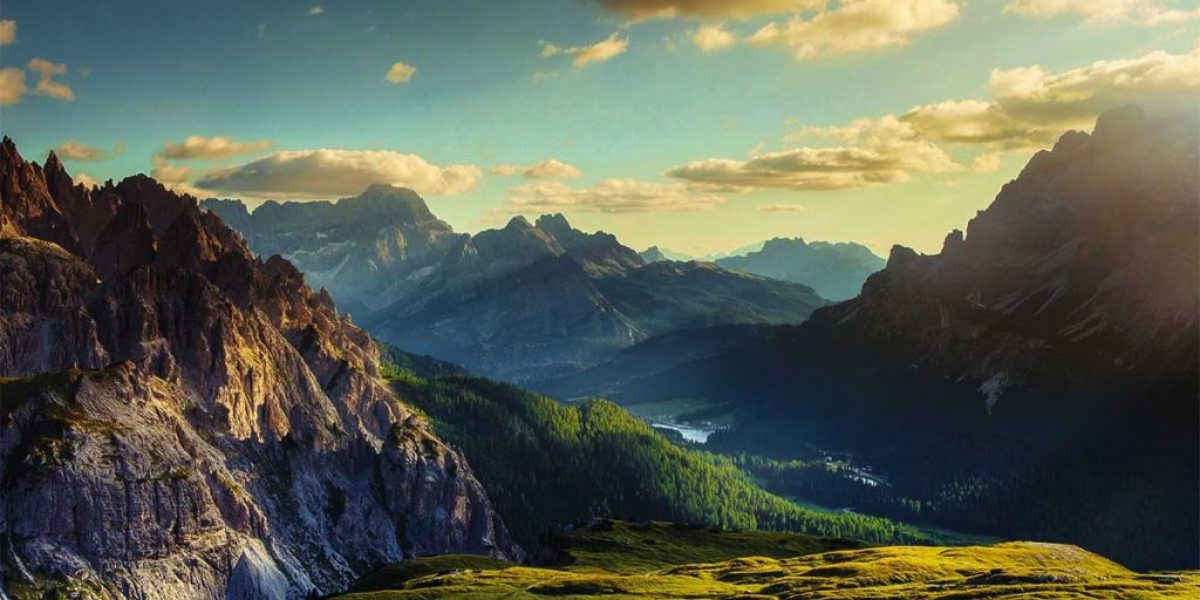 mountains-and-valley-at-sunset-foto-mammuth-getty-images-1024x636